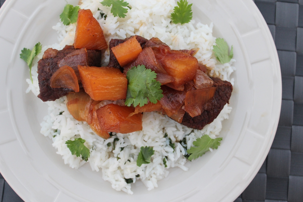 short ribs, beef, teriyaki, pineapple, pressure cooker, dinner, food, recipe, soy sauce, ginger, onions, garlic, honey, cilantro, rice