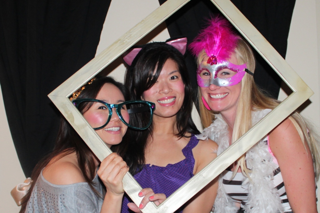 Homemade photo booth, make your own photobooth, pictures, images, party, empty picture frame, girls, feather boa