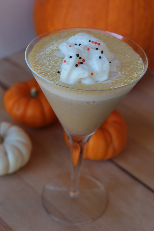 pumpkin mudslide, mudslide, cocktails, pumpkin, martini, drink, recipe, pumpkin pie vodka, coffee liquor, irish creme liquor