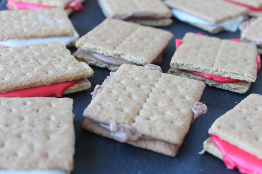 chocolate, icing, powdered sugar, milk, graham crackers, cookies, sandwiches, frosting, ingredients, dessert, recipe